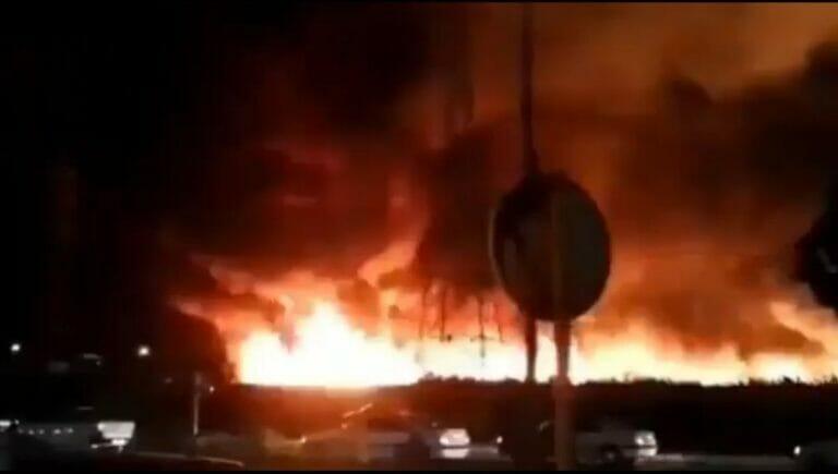 Iran: Großbrand nahe des Atomkraftwerks Bushehr [Video]