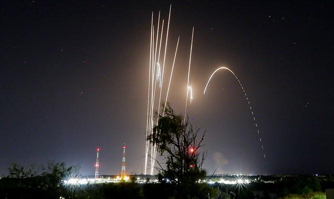 Ein Toter und viele Verletzte durch Raketen der Hamas