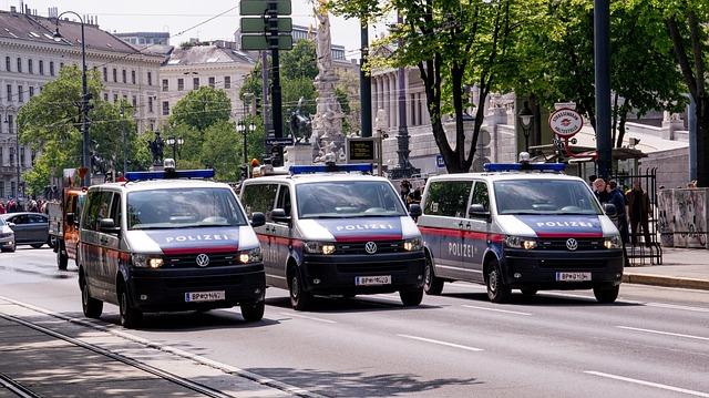 Anti-Israel-Demonstranten in Wien singen über ein Massaker an Juden