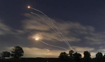Massiver Raketenbeschuss auf dem Flughafen Ben Gurion in Zentralisrae