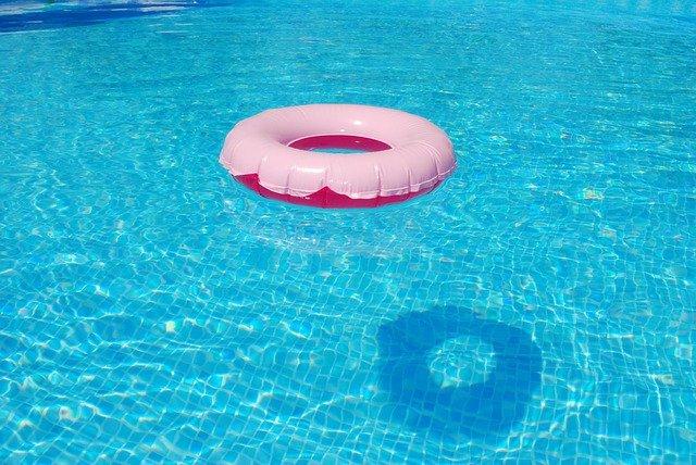 Lod: Arabische Mädchen versuchen, jüdisches Mädchen im Schwimmbad zu ertränken