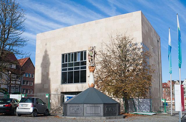 Polizei sucht Verdächtigen der hinter Brandanschlag auf Synagoge steckt
