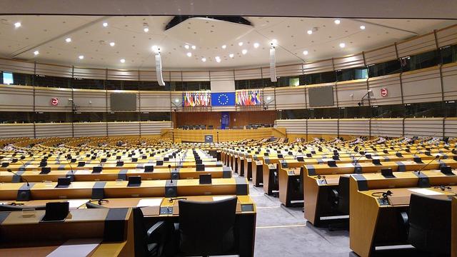 EU-Kommission: Nationale Verfassungen sind wertlos – Einzig europäisches Recht zählt!