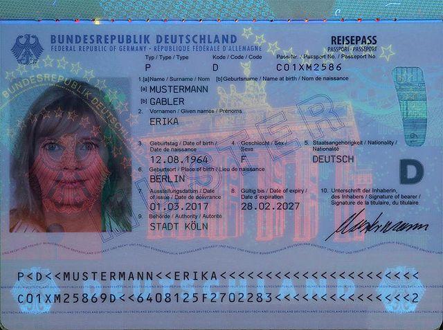 """""""Geboren im besetzten Palästina"""" - Fehler im britischen Pass?"""
