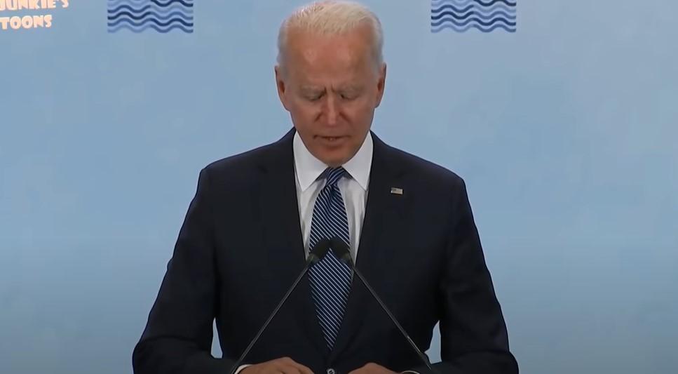 """Bidens """"Erinnerung an sich selbst"""" während der Live-Pressekonferenz nach dem Putin-Gipfel [Video]"""