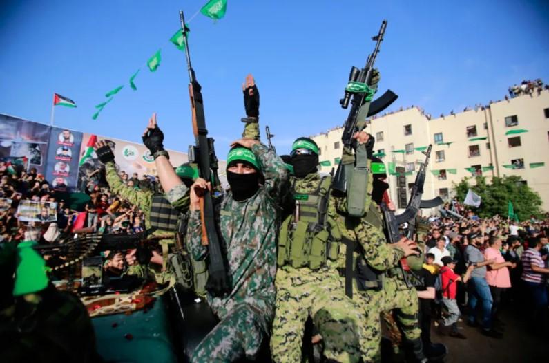 Israel zielt auf Terroristen aus Gaza als Vergeltung für den dritten Tag in Folge von Ballon-Brandanschlägen