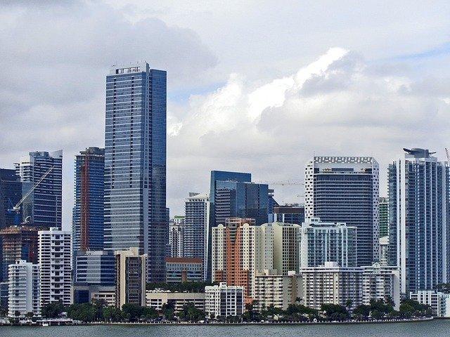 Das eingestürzte Wohnhochhaus in Miami war seit den 1990er Jahren abgesunken, sagt ein Forscher