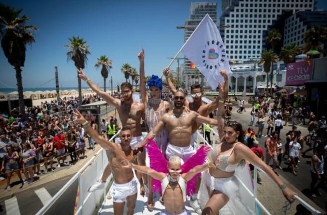 """Tel Aviv veranstaltete die """"größte LGBTQ-Pride-Parade überhaupt"""" seit Beginn der Pandemie"""