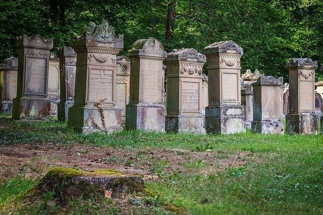 67 Grabsteine auf dem jüdischen Friedhof in Polen beschädigt