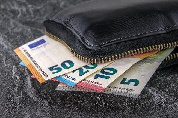 BargeldZahlern-sollen-die-Flgel-beschnitten-werden