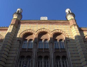 Jahrzehnte-nach-ihrer-Zerstrung-im-Holocaust-wird-die-ungarische-Synagoge-wiedererffnet
