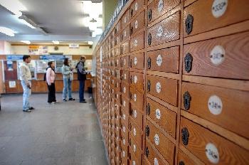 Palästinenser beschweren sich, Terrorrenten über Post ausbezahlt zu bekommen