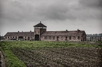 """Lapid kritisiert """"unmoralisches"""" polnisches Gesetz, das die Wiedergutmachung von Holocaust-Überlebenden verhindert"""