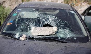 Arabische-Randalierer-greifen-jdische-Fahrzeuge-und-Polizei-in-Jerusalem-an