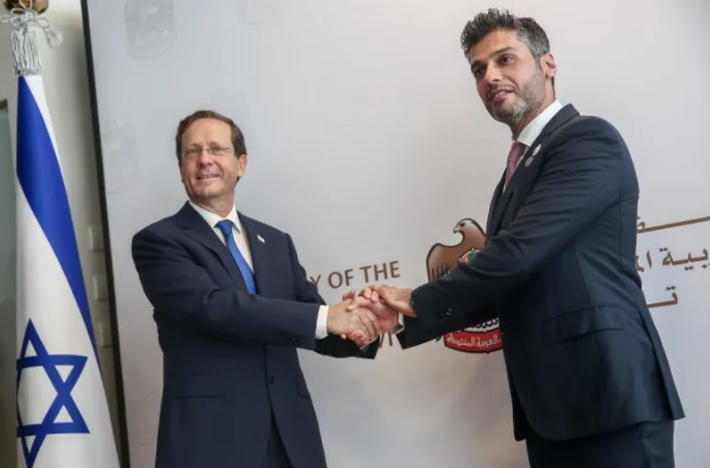Botschafter der VAE eröffnet Botschaft in Tel Aviv