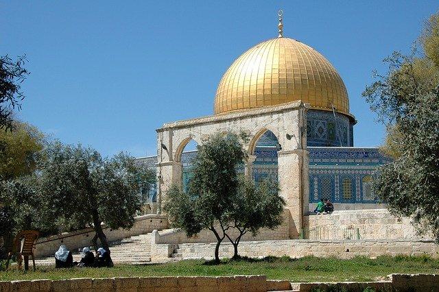 100.000 Gläubige versammeln sich auf dem Tempelberg, um Eid al-Adha . zu feiern