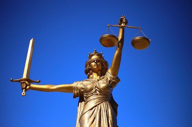 """Britischer Mann, der zur """"Ausrottung"""" von Juden aufrief, zu 7 Jahren Gefängnis verurteilt"""
