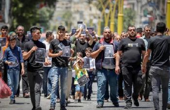 Palstinenser-fordern-Rcktritt-von-Abbas-bei-Protesten-in-Ramallah