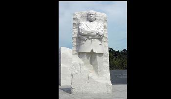 Martin Luther King-Statur im kalifornischen Park mit Nazisymbolen verunstaltet