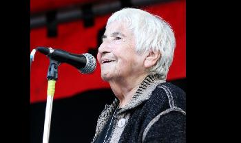 Esther-Bejarano-eine-der-letzten-berlebenden-des-Auschwitzer-Frauenorchesters-stirbt-im-Alter-von-96