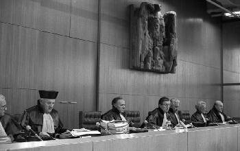 Verköstigte Verfassungsrichter: Berlin liegt auf einmal mitten in Weißrussland