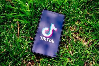 Neue Studie zeigt 912% Anstieg des antisemitischen Inhalts auf TikTok