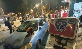 Juden, die in der Nähe der Altstadt fuhren, wurden mit Steinen beworfen, 4 wurden verletzt