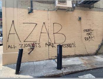 Antisemitische-Graffiti-auf-der-Rckseite-eines-Ladens-in-der-Innenstadt-von-Philadelphia-gefunden