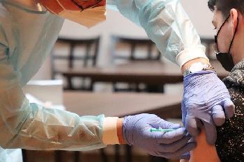 Die-Impfpflicht-soll-kommen--Nur-Kanzlerkandidat-Laschet-hlt-dagegen