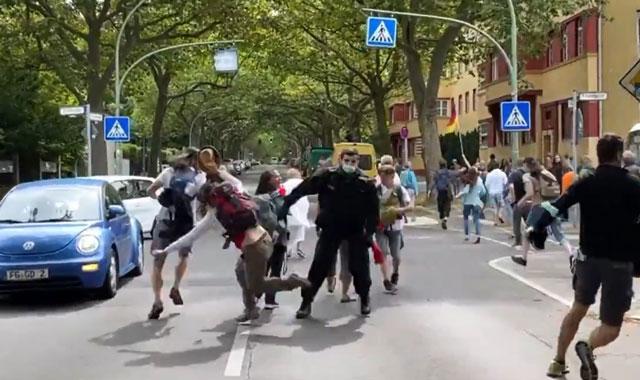 """Die """"Verbotene"""" Demo gestern in Berlin endet in Polizeigewalt [Video]"""