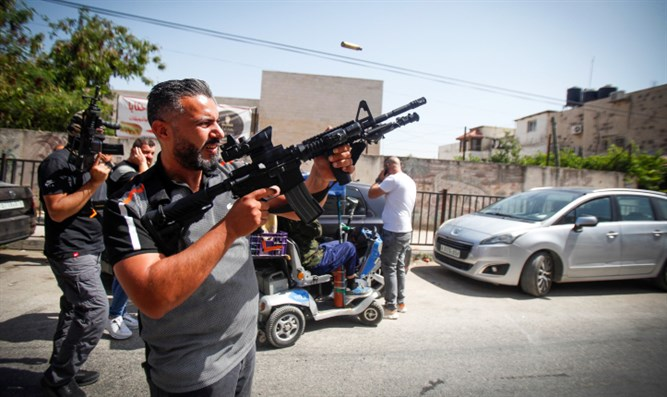 Terroristen eröffnen das Feuer auf israelische Polizei in Samaria