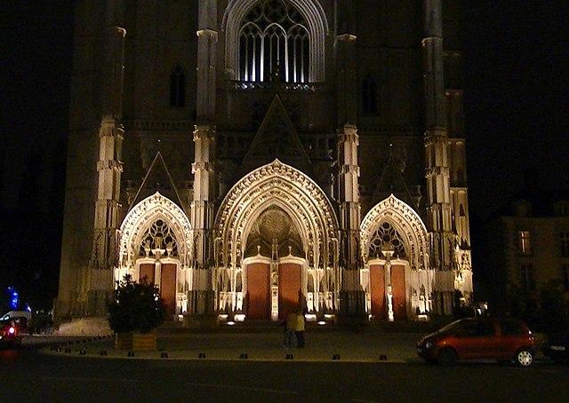 Nantes-Kathedrale-Brandstifter tötet katholischen Priester