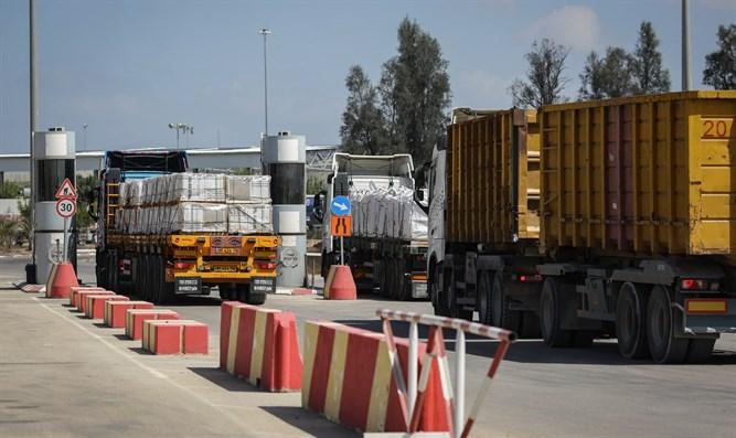 Israel erlaubt  Lastwagen mit Reifen und Motoren die Einfahrt in den Gazastreifen