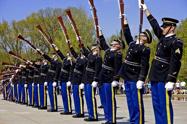 """Während Afghanistan fiel, konzentrierte sich das US-Militär auf """"Vielfalt"""""""