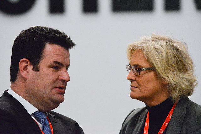 Bundesjustizministerin Lambrecht führt die Öffentlichkeit hinter die Fichte