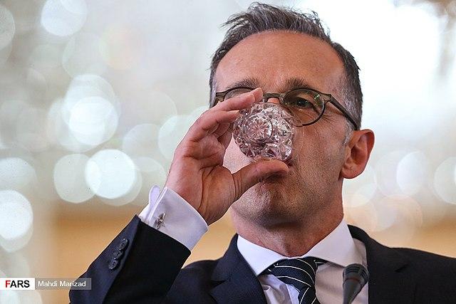 Fast die Hälfte der Deutschen für Rücktritt von Kramp-Karrenbauer und Maas