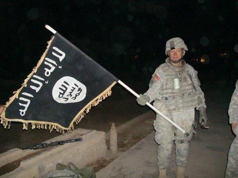 USA greifen auf dem Weg zum Flughafen von Kabul ein mit Sprengstoff beladenes ISIS-Fahrzeug an