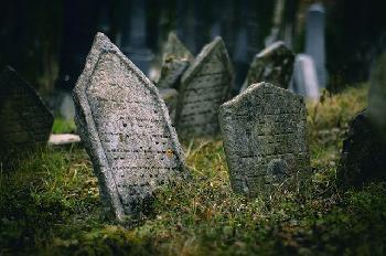 Emprung-und-Ressentiments-nach-Vandalismus-auf-dem-griechischjdischen-Friedhof