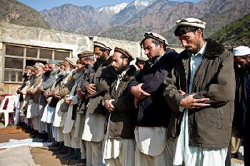 Trotz-Mauer-und-Stacheldraht-kommen-1000-illegale-Afghanen-pro-Tag-Video
