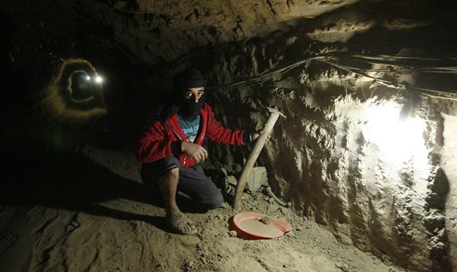 PA-Gruppen machen Ägypten für den Tod mehrerer Männer im Tunnel verantwortlich