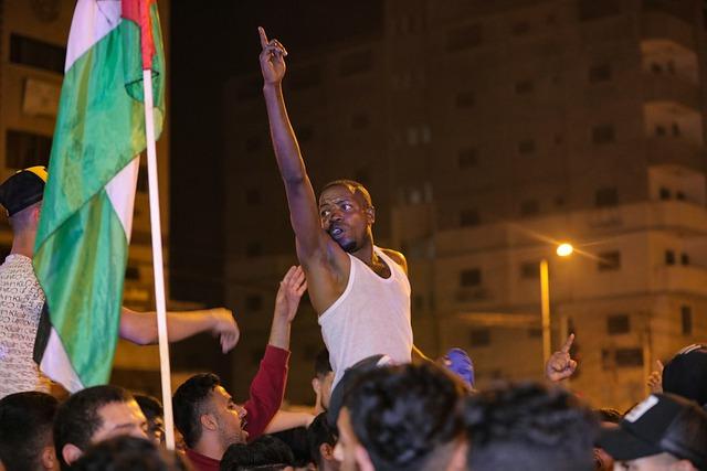 """Palästinenser feiern """"heroischen"""" Gefängnisausbruch und rufen zum Schutz der Flüchtenden auf"""