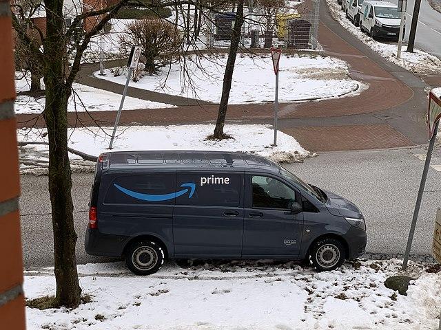 Razzia bei Amazon: Kein Mindestlohn für Kurierfahrer?