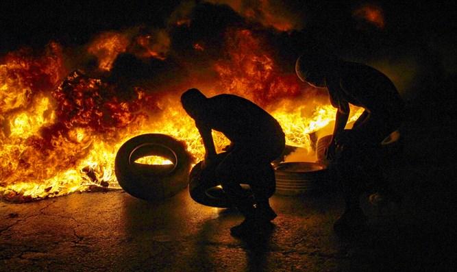 IDF-Soldaten geraten während der Unruhen in Judäa und Samaria unter Beschuss