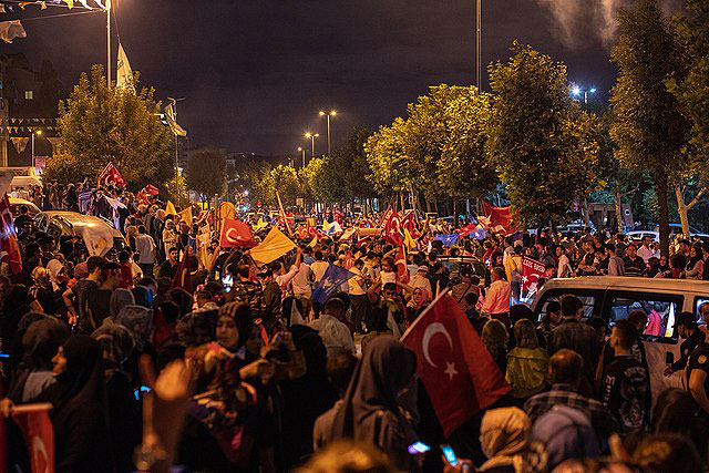 2.000 protestieren in Istanbul gegen die Covid-Bestimmungen der Türkei