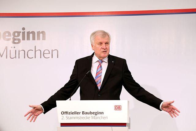 23 Anschläge vereitelt - Erfolgsminister Seehofer zieht grandiose Bilanz