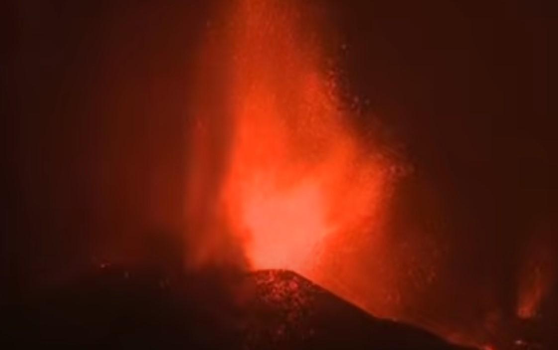 Vulkanausbruch auf La Palma, Feuerfontänen und Lavaflüsse