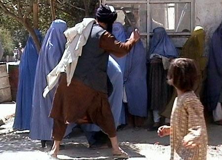 Taliban hängen Leiche auf dem Marktplatz auf