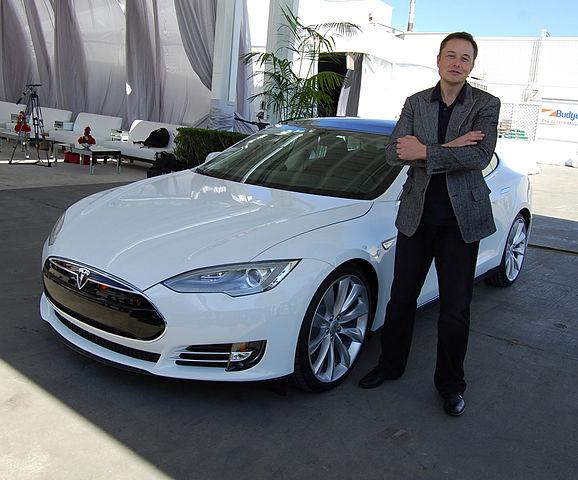Elon Musk gibt Trennung von Sängerin Grimes bekannt