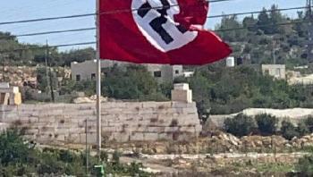 Palstinenser-hissen-Hakenkreuzflagge