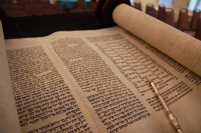 Die 1938 von Arabern geplünderte Jerusalemer Synagoge bekommt eine neue Torarolle